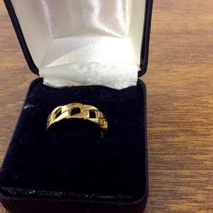 Size 7 ring NEW costume jewelry